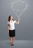 拿着云彩气球图画的俏丽的夫人 皇族释放例证