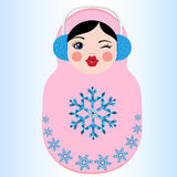 拿着五颜六色的心脏的逗人喜爱的俄国matryoshka玩偶 冬天传染媒介例证 库存照片