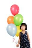 拿着五颜六色的气球的亚裔矮小的中国女孩 库存图片