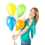 拿着五颜六色的气球的俏丽的妇女被隔绝在白色背景 免版税库存照片