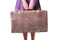 拿着减速火箭的手提箱妇女 免版税库存照片