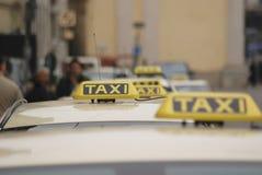 拿着出租汽车 免版税图库摄影