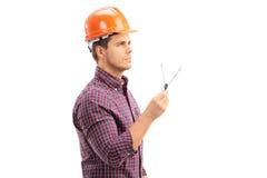 拿着制图圆规的男性建筑师 免版税库存图片
