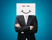 拿着前面的商人站立的白皮书愉快的微笑面孔 库存照片