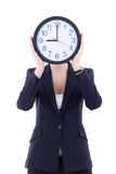 拿着办公室时钟的西装的少妇 免版税图库摄影
