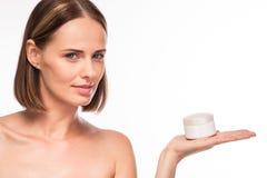 拿着化妆用品的美满的少妇 免版税图库摄影