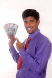 拿着印地安金钱的商人 免版税库存图片