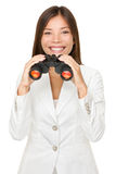 拿着双筒望远镜的年轻女实业家 免版税库存照片