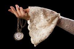 拿着古色古香的手表的手 免版税库存照片