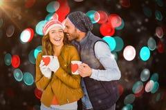 拿着咖啡杯的愉快的年轻夫妇的综合图象 免版税图库摄影