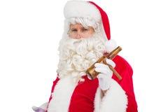 拿着啤酒和雪茄的圣诞老人 图库摄影