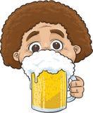 拿着啤酒的人 皇族释放例证