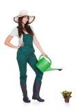 拿着喷壶的美丽的愉快的妇女 免版税库存照片