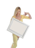 拿着图片绘画的微笑的妇女签署消息 免版税库存照片