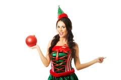 拿着圣诞节泡影的妇女画象 免版税库存照片
