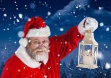 拿着圣诞节灯笼的圣诞老人 免版税图库摄影