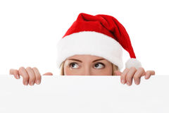 拿着圣诞节白色看板卡的女性圣诞老人 免版税库存图片