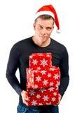 拿着圣诞节礼物的人 免版税库存照片
