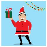 拿着圣诞节礼物的圣诞老人红色帽子的微笑的人手中 圣诞节概念 库存例证