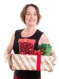 拿着圣诞节礼物的妇女 免版税库存图片