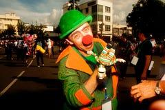 拿着在和谐世界木偶狂欢节的演员木偶在曼谷 免版税图库摄影