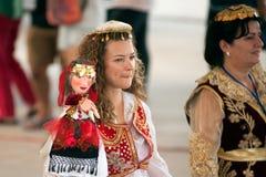 拿着在和谐世界木偶狂欢节的演员木偶在曼谷 免版税库存图片