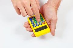 拿着在白色背景的手一个数字式计算器 库存照片