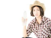 拿着在白色backgroun的格子花呢上衣的妇女一个水瓶 免版税库存图片