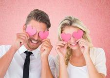 拿着在眼睛的夫妇心脏 免版税图库摄影