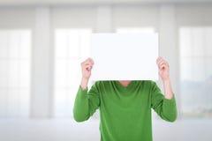 拿着在面孔前面的人的综合图象空白的标志 免版税库存照片