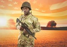拿着在领域前面的战士一个武器 免版税库存图片