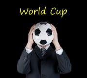 拿着在他的前面的衣服的人一个足球 免版税图库摄影