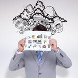 拿着在他的头前面的商人的综合图象空白的标志 免版税库存照片