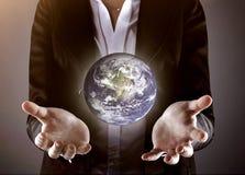 拿着地球的企业手 免版税库存图片