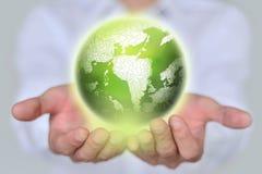 拿着地球的商人 backgorund创建了地球现有量ps 概念许多生态的图象我的投资组合 免版税库存照片