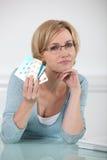 拿着处方药的妇女 免版税图库摄影