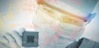 拿着处理器的女性外科医生特写镜头的综合图象 库存图片