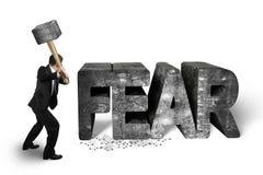 拿着大锤的商人击中恐惧具体词isol 库存图片