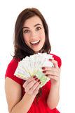 拿着她的现金的激动的浅黑肤色的男人 免版税库存照片