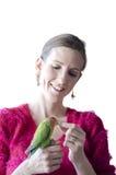 拿着她的鹦鹉的妇女 免版税库存照片