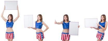 拿着委员会的拳击裤子的年轻女人 免版税库存照片