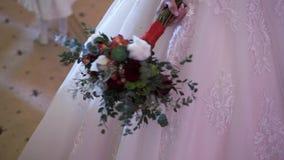 拿着婚礼花束的新娘 股票录像