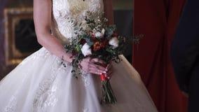 拿着婚礼花束的新娘 影视素材