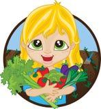 拿着家种的菜的愉快的女孩 免版税库存图片
