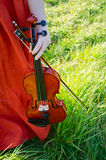 拿着小提琴的妇女 免版税库存照片