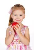 拿着少许纵向的苹果逗人喜爱的女孩 免版税图库摄影