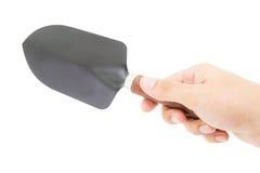 拿着庭院铁锹工具的手被隔绝 免版税库存照片