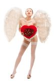 拿着心脏的天使服装的年轻白肤金发的妇女 库存照片