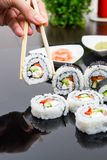 拿着忠心于maki寿司集的现有量 免版税库存照片