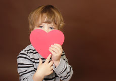 拿着情人节心脏标志的孩子 库存照片